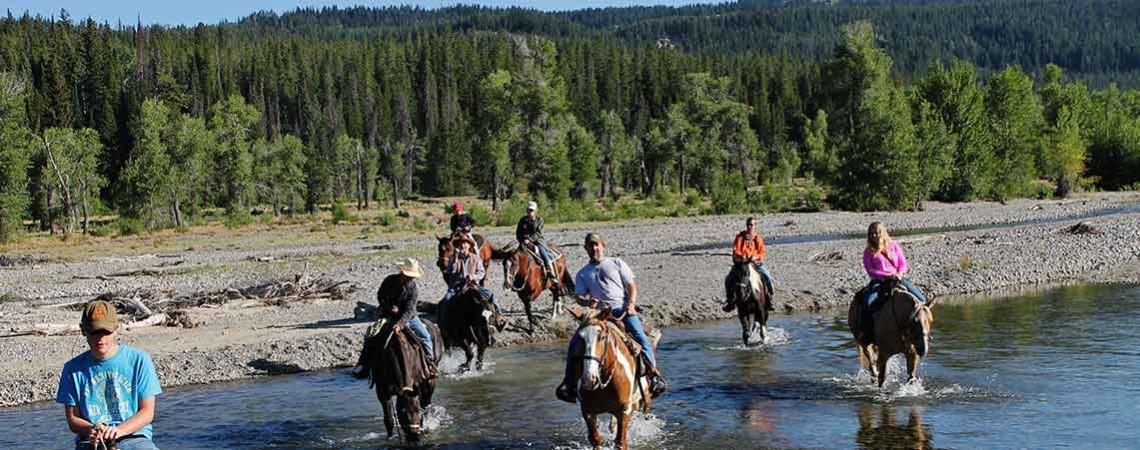 teton-horseback-riding-creek-crossing